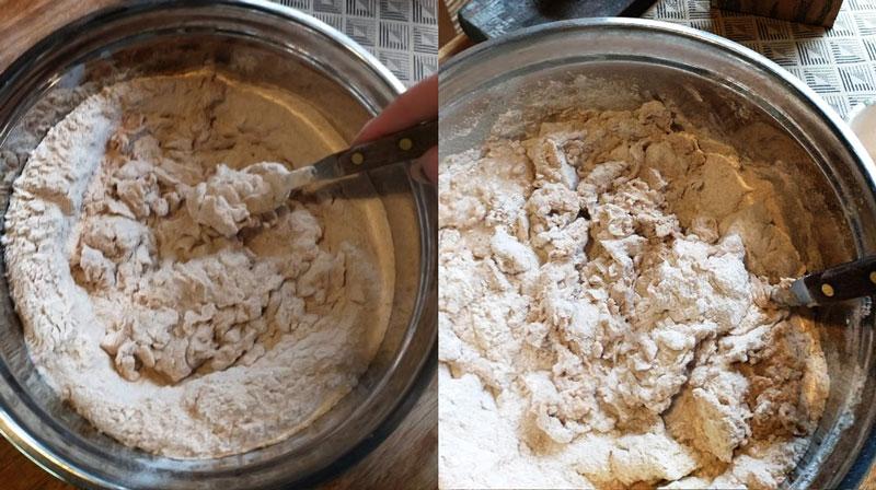 mezclar los ingredientes secos con el agua tibia